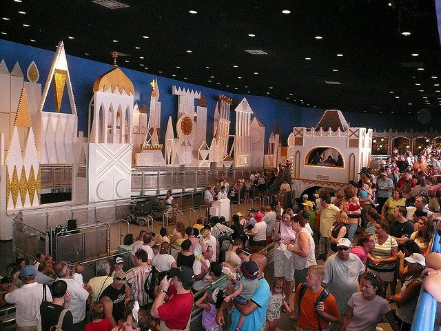 Christmas Day, December 25 crowds in the Magic Kingdom - Dad Guide ...