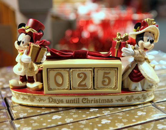 A Mickey and Minnie Mouse 25 days till Christmas countdown