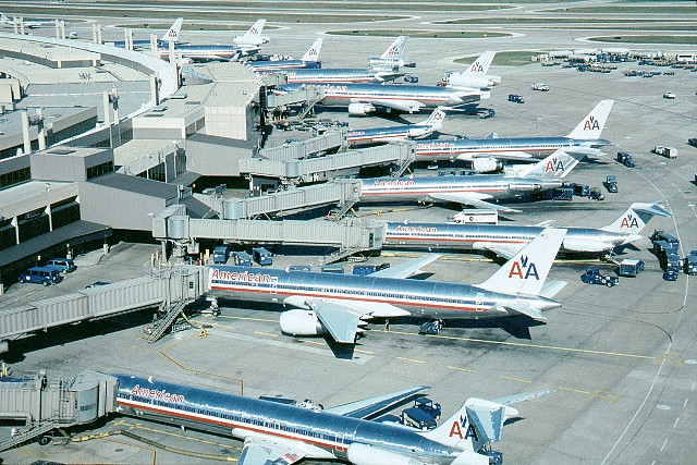 airplanes lined up at DFW