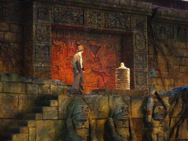 Indiana Jones about to grab the statue at the Great Movie Ride