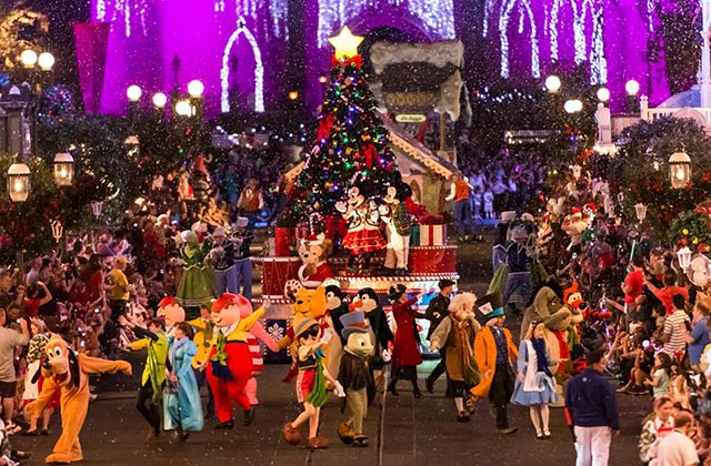 The whole gang at Mickey's Very Merry Christmas Party - by WDW Shutterbug