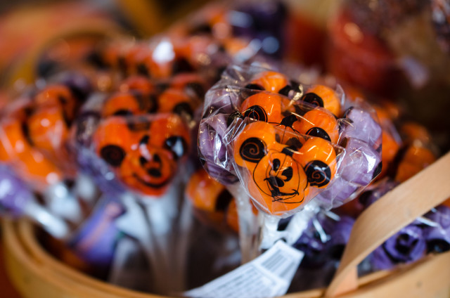 Seasonal Mickey lollipop bouquets at Halloween! Photo by Laurie Sapp.