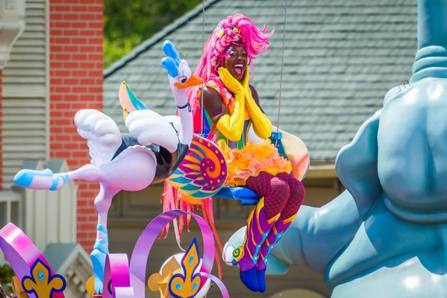 fastpass-parade-pegasus-girl-andy